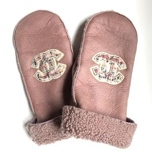 Chanel Pink Shearling Logo Mittens / Gloves